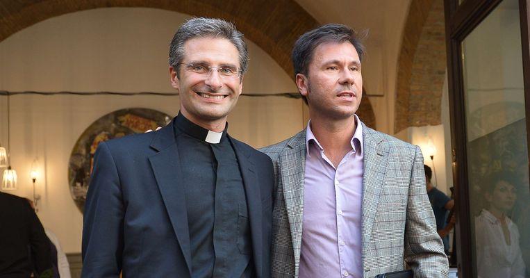 De geschorste theoloog Krysztof Charamsa samen met zijn partner Edouard.