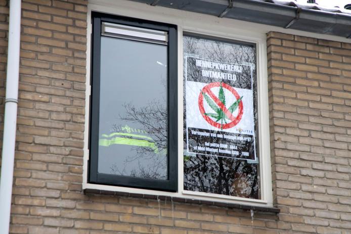 Het huis heeft een affiche gekregen van de politie.