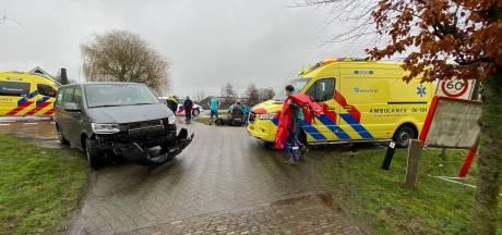 Bestelbus raakt scooter in Putten: 2 gewonden