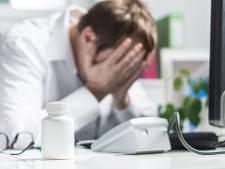 """Un médecin spécialiste en formation sur trois songe à arrêter: """"C'est désolant"""""""