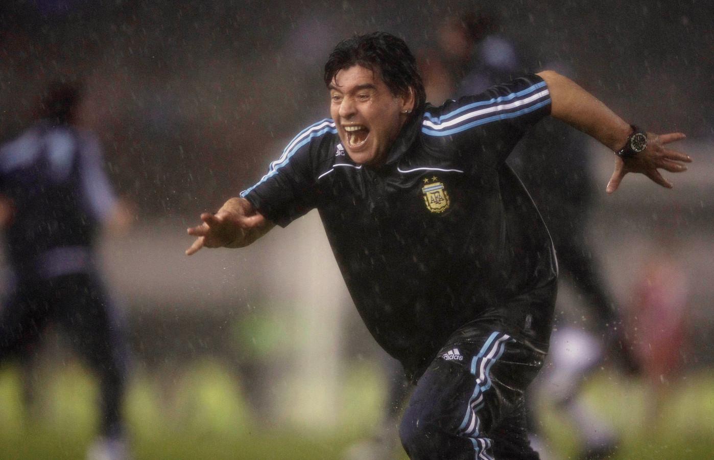 Op 10 oktober 2009 plaatste Argentinië zich op wonderbaarlijke wijze nog voor het WK 2010, waar Duitsland in de achtste finale zou winnen van de ploeg van bondscoach Maradona.