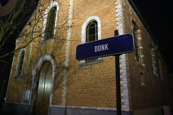 In Donk in Boortmeerbeek ging een 82-jarige man in Donk met zijn auto over de kop. Hij belandde in een gracht en overleed ter plaatse.
