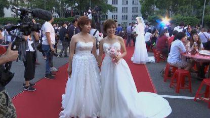 Honderden holebi's vieren invoering homohuwelijk in Taiwan