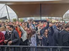 Publiek gaat los op proeffestival in Biddinghuizen: 'Mensen om je heen, muziek, onwerkelijk'
