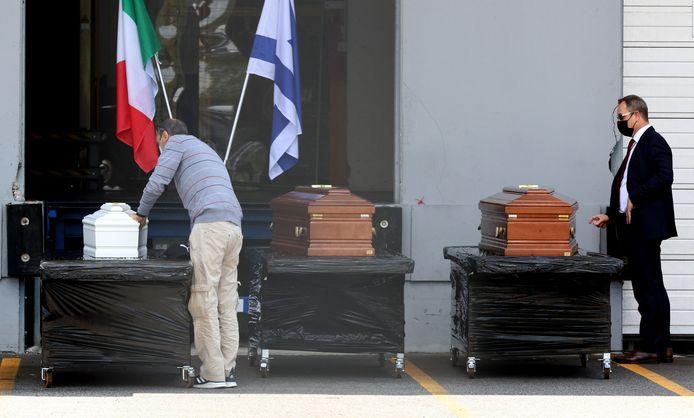De kisten van de ouders en het broertje van Eitan bij hun vertrek naar Israël.