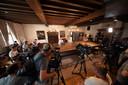 Media vanuit heel Nederland zijn aanwezig bij de persconferentie in Bergen op Zoom