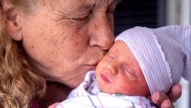 Après avoir vaincu une tumeur au cerveau et perdu sa fille, elle donne naissance à un garçon à 57 ans