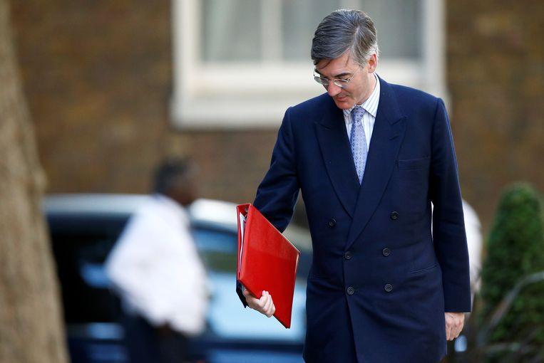 De nieuwe leider van het Britse Lagerhuis Jacob Rees-Mogg legt parlementsleden conservatieve schrijfregels op.  Beeld REUTERS