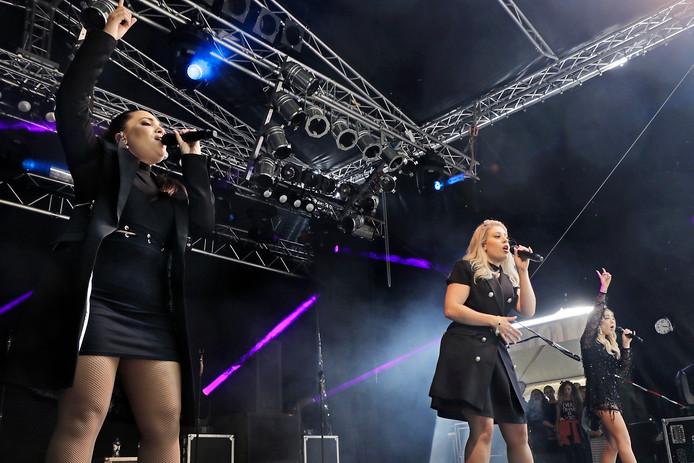 OG3NE heeft laten weten geen interesse meer te hebben in een optreden op het Summer Night Festival.