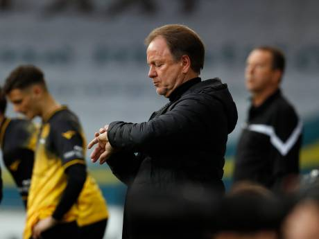 Positie van trainer Mike Snoei is onhoudbaar bij De Graafschap na mislopen promotie