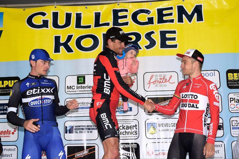 Van Avermaet feliciteert nummer drie Van der Sande Beeld Photo News