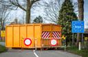 Een afgesloten grensovergang tussen het Nederlandse Grazen en het Belgische Meerle, tijdens de eerste lockdown in het voorjaar van 2020.