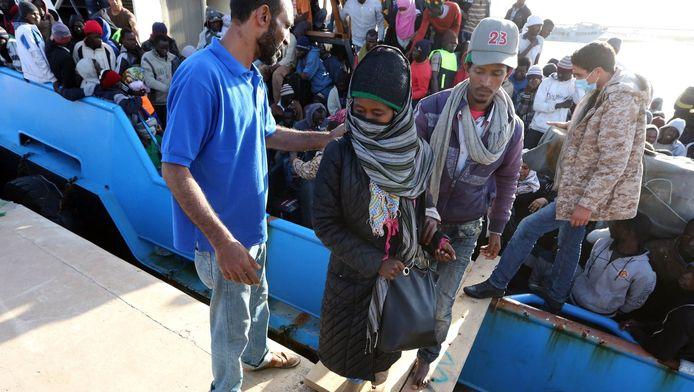 In mei haalde de Libische kustwacht vijf boten met 500 vluchtelingen uit zee die op weg waren naar Europa.
