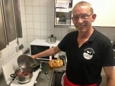 Arnhemse visboer bakt, kookt en braadt 50 uur achtereen voor record én goed doel