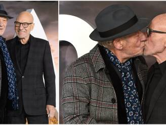 IN BEELD. Ian McKellen en Patrick Stewart delen innige kus op filmpremière