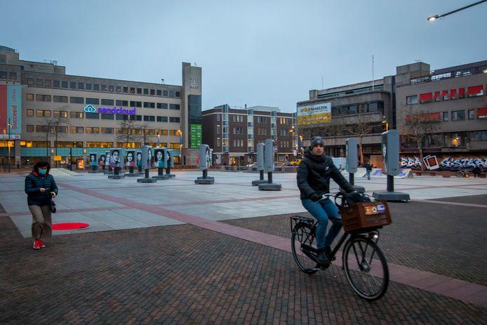 EINDHOVEN ED2020-7767 Stadhuisplein gezien vanaf het stadskantoor