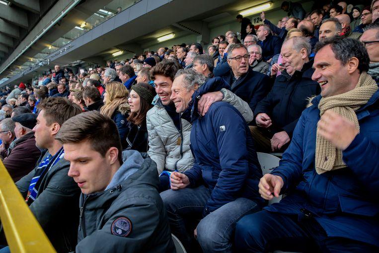 Michel Preud'homme en zijn zoon Guilian woonden kort voor de kerst de topper Club Brugge-Anderlecht bij. Na een sabbatperiode zou de ex-coach van blauw-zwart weer openstaan voor een job in het voetbal. Beeld Photo News