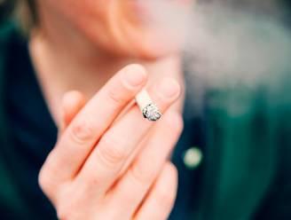 Man geeft andere caféganger vuistslag voor sigaret: 10 maanden cel