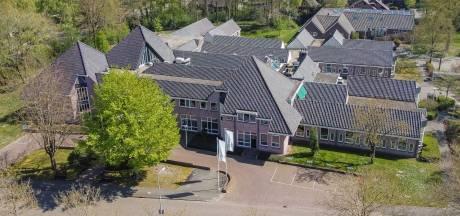 Opoffering maatschappelijke gebouwen om gemeentehuis op te knappen mag niet van raad Staphorst