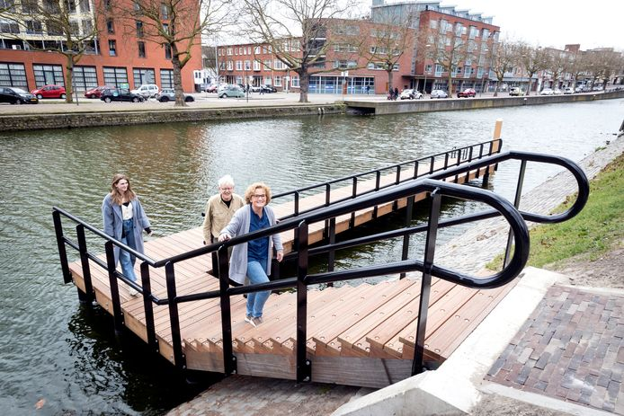 De nieuwe aanlegsteiger van de fluisterboot in Schiedam is klaar.