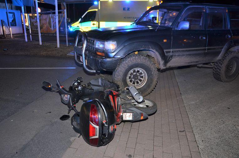 De bromfietser werd omvergereden door een SUV die de parking van warenhuis Lidl verliet.