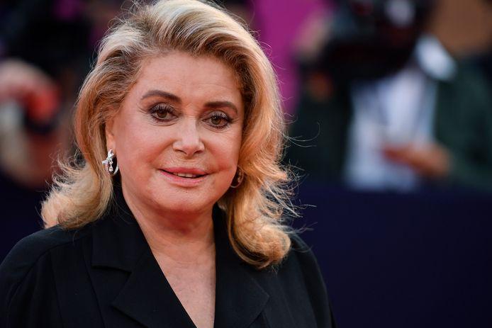 En novembre 2019, Catherine Deneuve a été victime d'un accident vasculaire ischémique en plein tournage du nouveau film d'Emmanuelle Bercot.