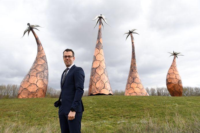 Burgemeester Derk Alssema kondigt een noodbevel af in de bebouwde kom van Rijen inclusief het sportpark.