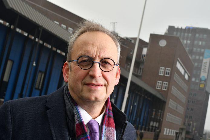 De Almelose milieuadviseur Marcel Middelkamp heeft een foutje ontdekt in het bestuursrecht. Het Hof van Justitie in Luxemburg heeft bepaald dat de Nederlandse werkwijze in milieuzaken niet strookt met het Europees recht.