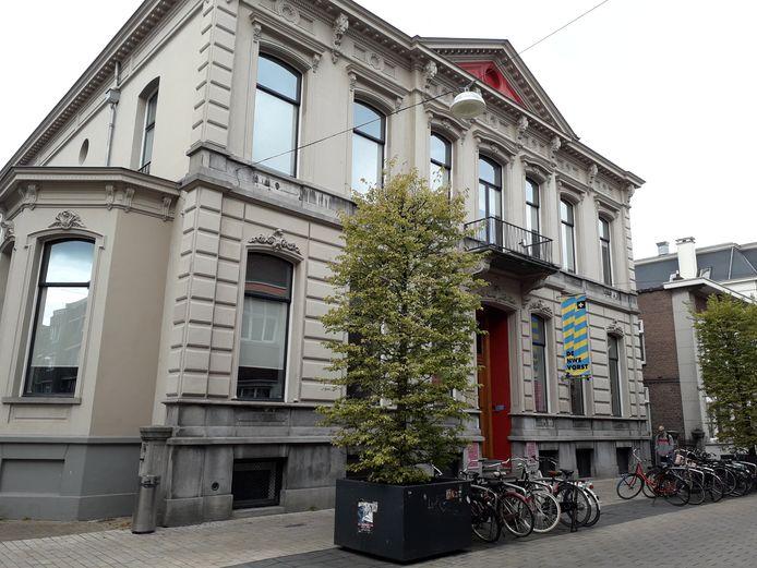 De villa uit 1870 aan de Willem II straat waarin De Nieuwe Vorst is gehuisvest.