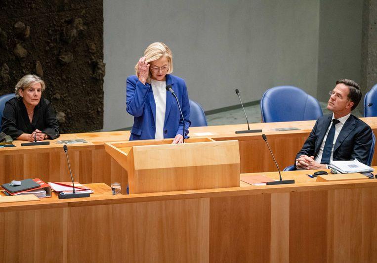 Sigrid Kaag kondigt aan dat ze aftreedt als demissionair minister van Buitenlandse Zaken. Ze deed dat nadat de Tweede Kamer een motie van afkeuring had ingediend vanwege de chaotisch verlopen evacuatie uit Afghanistan.  Beeld ANP