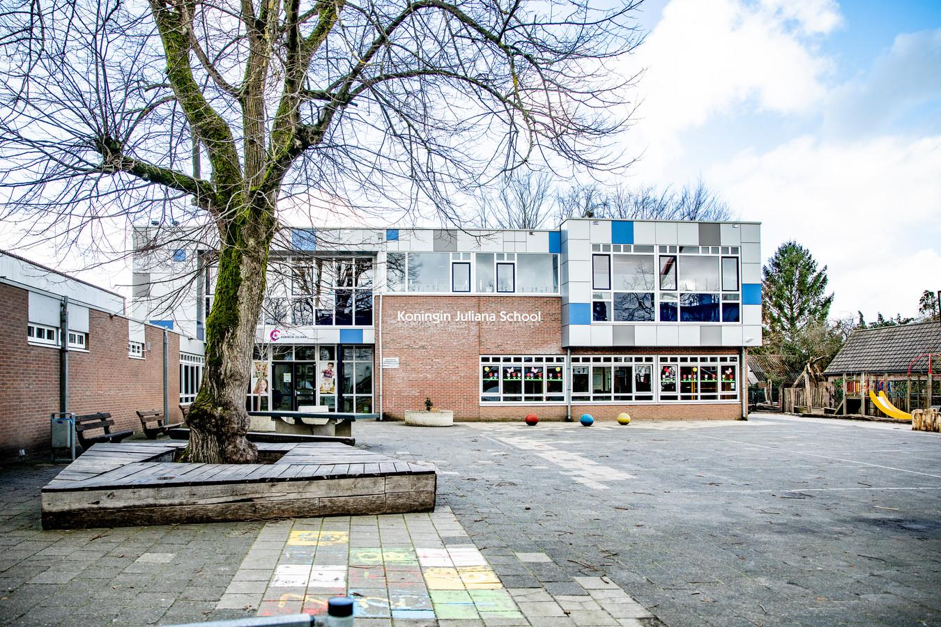 De Koningin Juliana School aan de Loseweg in Apeldoorn-West, nabij Paleis het Loo.