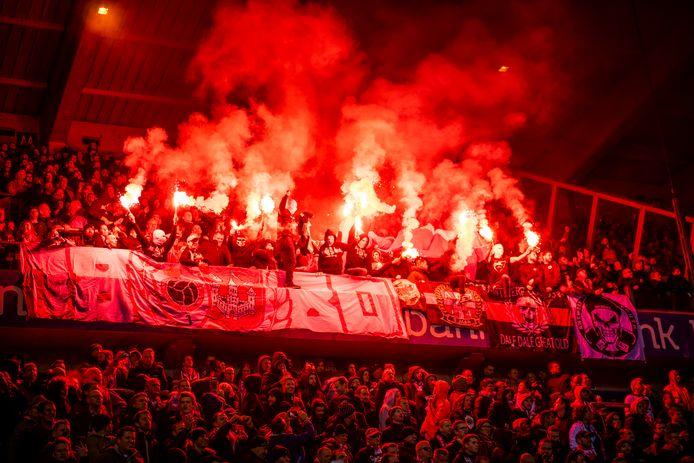 Een beeld van het supportersvak van Antwerp tijdens het uitduel op RC Genk.
