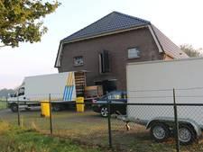 Politie rolt in Ewinkel hennepplantage op