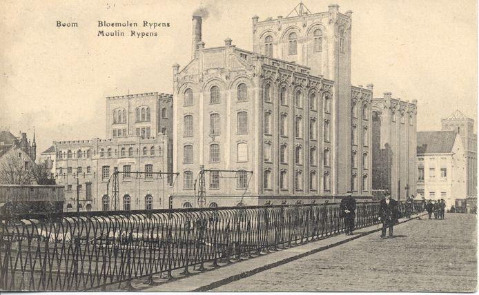 Een oude foto van het torengebouw van de Molens Rypens.
