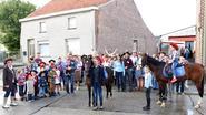110 mensen genieten op 12de buurtfeest met cowboys en paarden