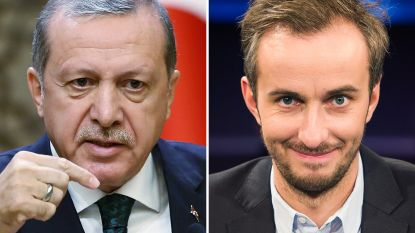 """Erdogans knokploeg neemt satiricus die Turkse president 'geitenneuker' noemde in het vizier"""