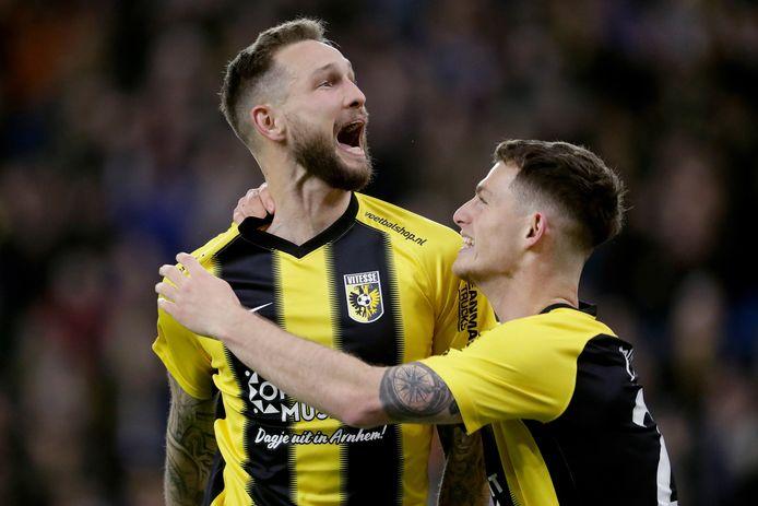 Vanaf nu verleden tijd: Tim Matavz die juicht in een Vitesse-shirt.