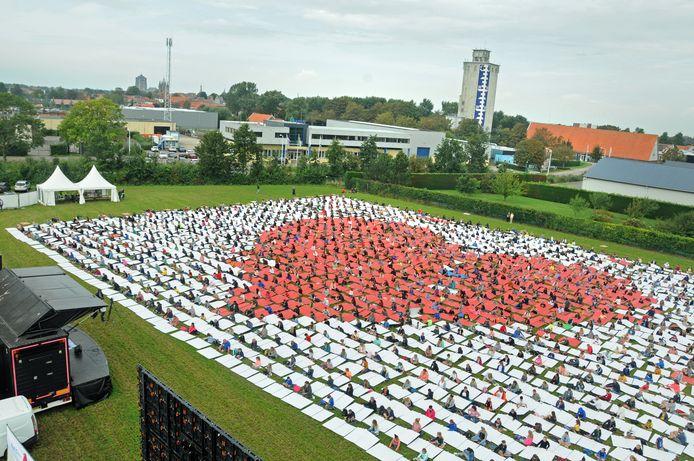 Ruim 1900 leerlingen deden in september in Zierikzee mee aan de actie Act as One, om de wereld te waarschuwen tegen de klimaatverandering.