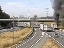 Vrachtwagen met aardappels in brand op A73 bij Wijchen: rook- en stankoverlast