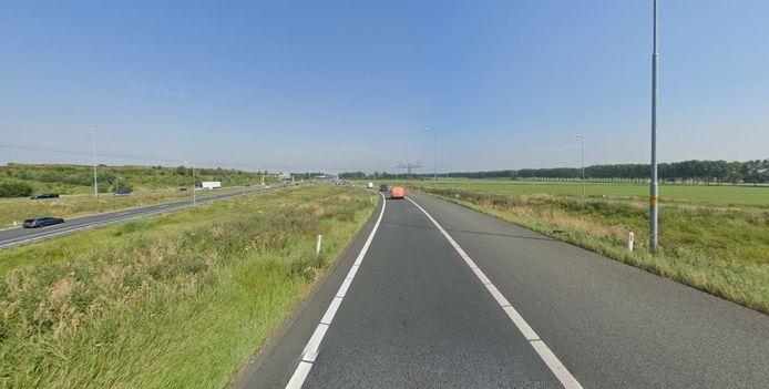 Wie van de N322 'rechtdoor' richting de A73 gaat op Knooppunt Ewijk ziet aan de rechterkant in de toekomst mogelijk drie windmolens van Windpark Beuningen.
