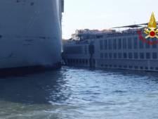 Vijf gewonden bij botsing gigantisch cruiseschip op toeristenboot in Venetië
