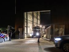 Arrestatieteam valt papierrecycling in Oosterhout binnen: 'Ik vind dit niet normaal'
