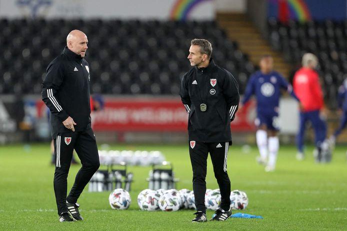 Robert Page (links) en Albert Stuivenberg zullen Wales coachen tijdens het EK van komende zomer.