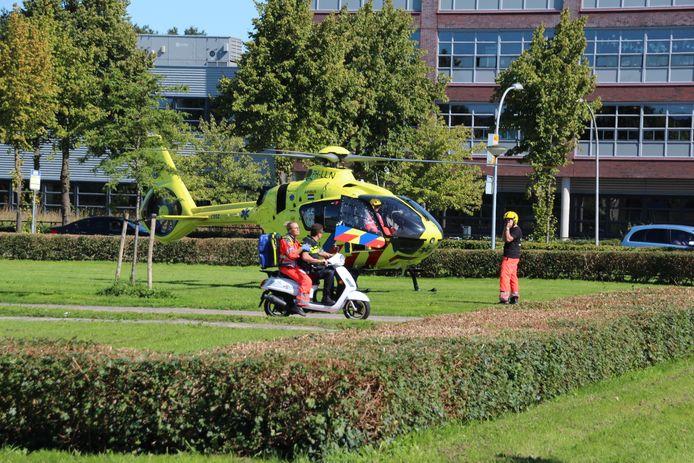 Hulpdiensten in Lelystad na het steekincident.