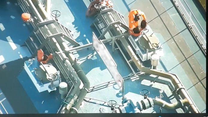 Dronebeelden van het varend ontgassen op de binnenvaarttanker bij Tiel, op woensdag 11 november j.l.