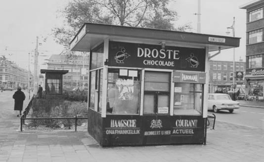 Een kiosk op het Hobbemaplein, gefotografeerd in 1965.