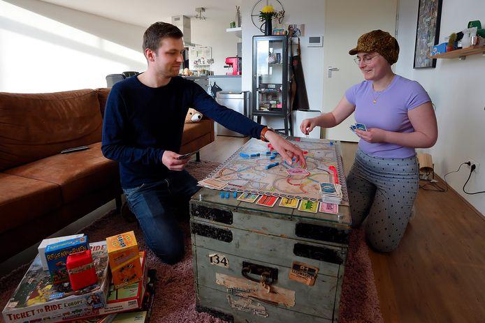 Wouter Coppens en Marloes van Haften uit Roosendaal zijn gek op bordspellen. Iedere avond komt er een op tafel.