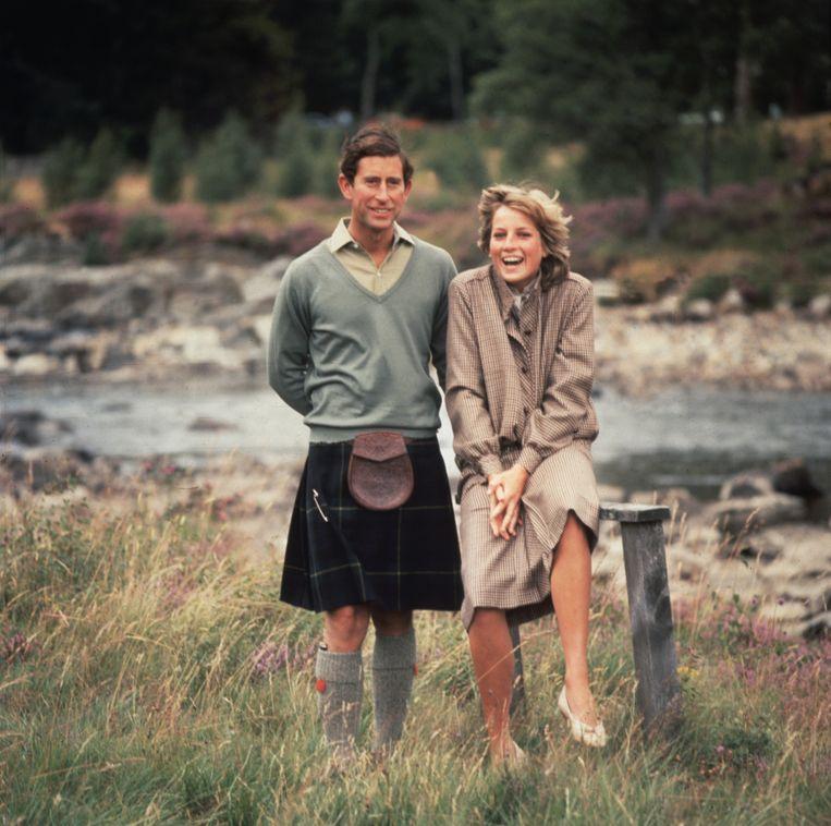 Prins Charles en prinses Diana op huwelijksreis, met een stop bij Balmoral Castle in Schotland Beeld Getty Images
