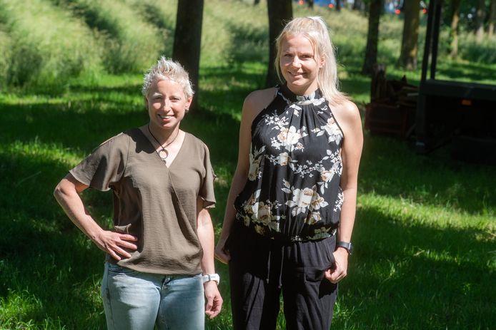 Vanessa Roest (L) en Angela Kapitein van Oncozo.