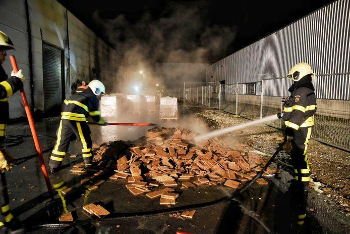 De aanmaakblokjes vlogen spontaan in brand.